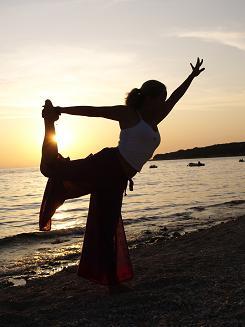 Trenutak pokreta Yoga_dancel